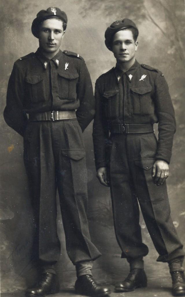 Szeregowiec (Private) Toni Paszkiewicz (right) with an unknown Polish starszy szeregowiec (Lance Corporal).