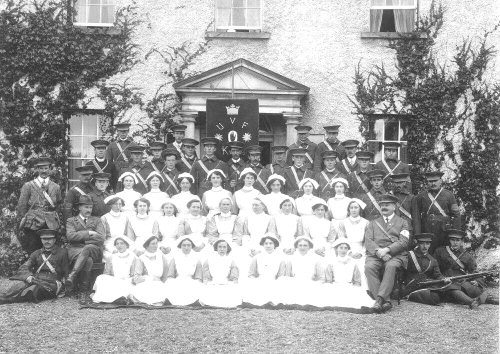 Volunteers and nurses of the UVF c1913